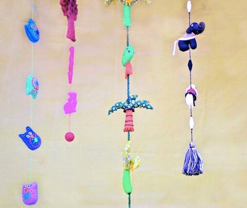 Färgglada dekorationer till barnrum. Av tovad ull eller återvunnet tyg. Handgjorda och Fair Trade på Klotet Lund