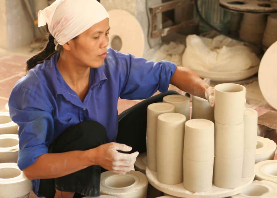 Craft Link i Vietnam exporterar muggar, handgjorda i den kända keramikbyn Bat Trang. Fair Trade. Foto: Craft Link.
