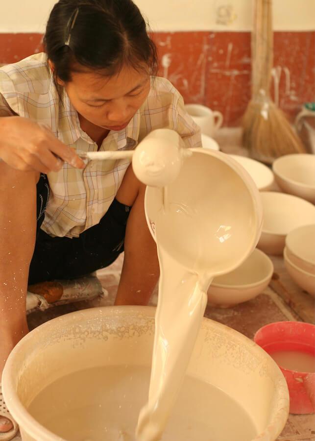 Craft Link Vietnam främjar traditionellt konsthantverk, här keramik, enligt Fair Trade.