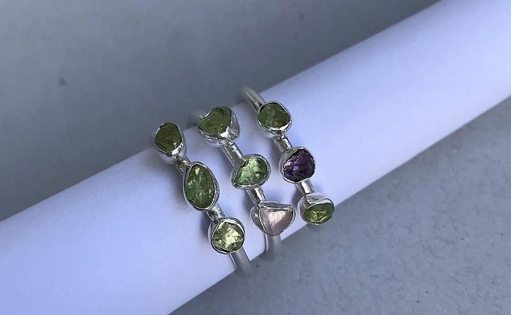 Peridot ringar i äkta silver. Vackra silverringar peridot.