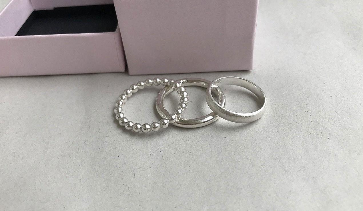 Silver ringar utan stenar