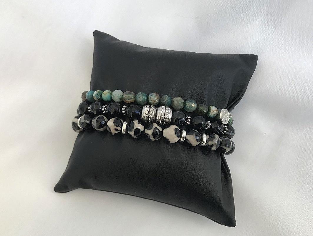 Herrarmband med pärlor och stenar