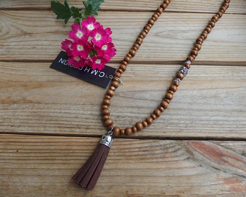 Halsband i trä