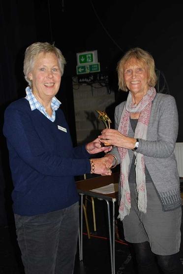Judi Singer presents an award to a fellow RDA Volunteer