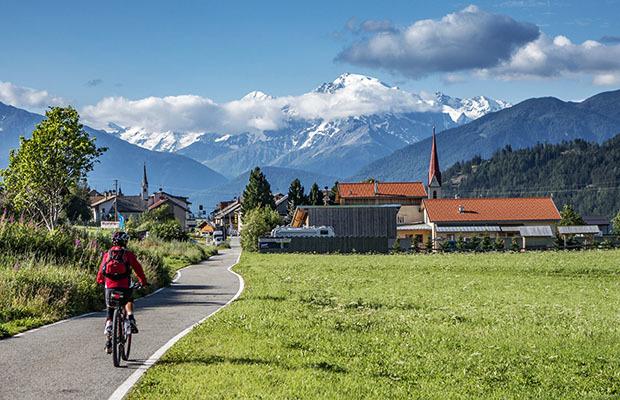 Kerékpártúra a Dolomitok-vasút mentén