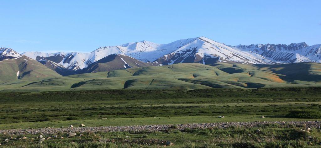 Kirgizisztán - komisz hegyek, jurták Kirgizisztán