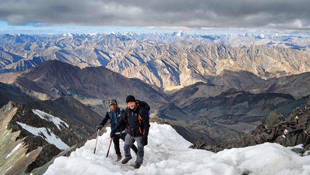 Stok Kangri mászás – 6153 m – az első hatezresed Stok Kangri, India