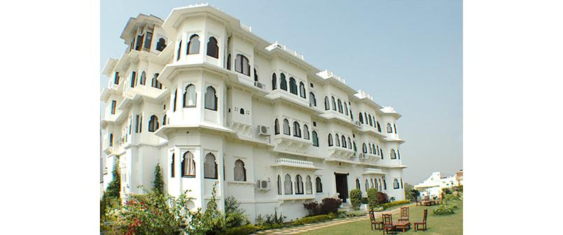 the exterior of Karohi Haveli and green lawns