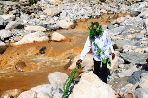 4 Spiritual leader performs a mountain cleansing ritual at the Nzwiranja Nyamwamba Mulyambuli river confluence Mountain cleansing rituals are performed to the gods before the planting and harvest seasons or when t 1