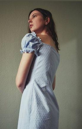 Игривое платье для жаркого лета