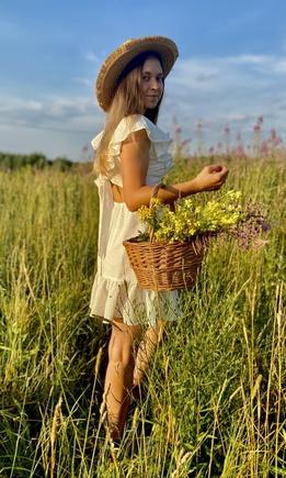 Поле, цветы и потрясающее платье