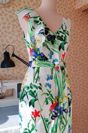 Платье с изюминкой :)