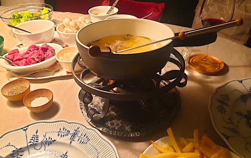 Kottfondue-passar-ett-battre-kryddigt-rott-vinbanken