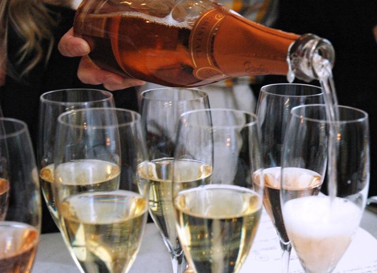 Bäst champagne på Systembolaget - över 300 kr