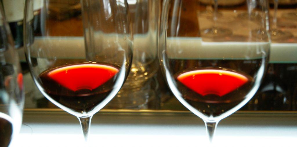 Röda Riojaviner att bevaka samt trotjänare