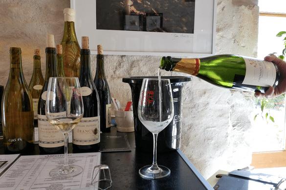 tasting-at-domaine-les-temps-perdus-clotilde-davenne-vinbanken