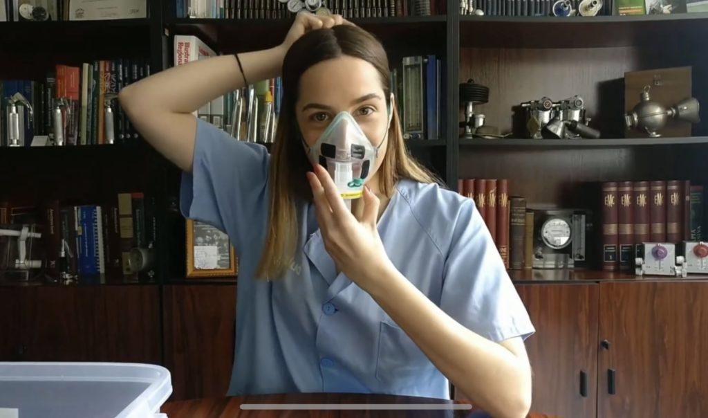 Las mascarillas de emergencia que desarrollaron para centros hospitalarios cuando había desabastecimiento (1 filtro de anestesia + 1 mascarilla de aerosolterapia)