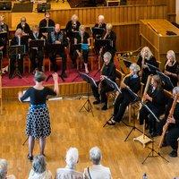 Helen Hooker conducting