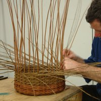 Mary Butcher Willow basketmaking techniques – slewing for round or oval work