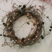 Annie Guilfoyle - Christmas decorations from foraged materials