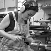 Abigail Brown Moving metal – hammer forming for jewellers and silversmiths