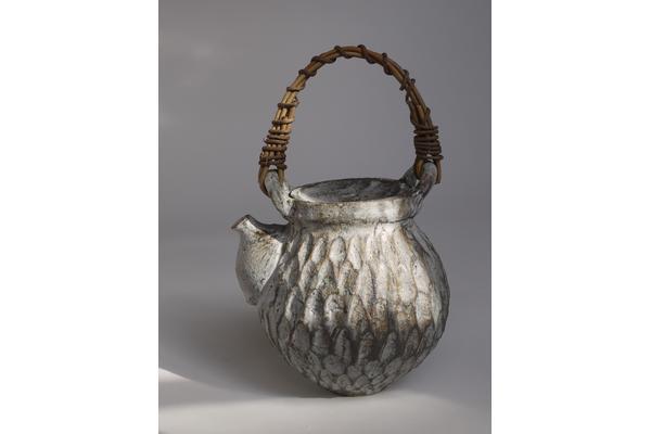 Akiko Hirai, Dry Kohiki Teapot: Japanese Ceramics