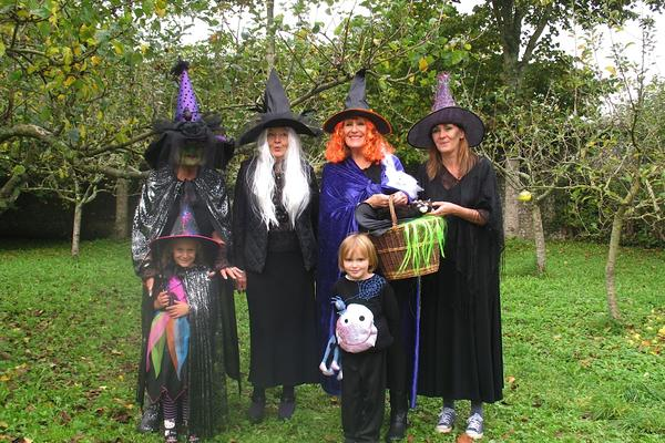 A family of witches in the gardens