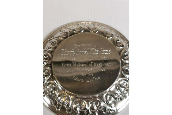 The personalised engraving on the lid.
