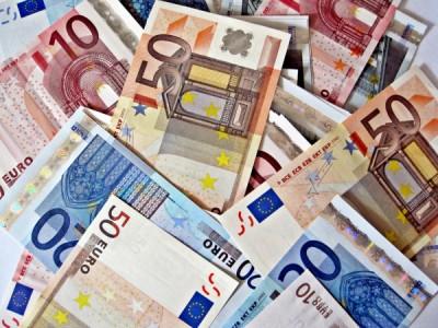 Cash Only Merch In Paris