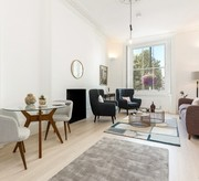 Warwick Square raised ground floor flat
