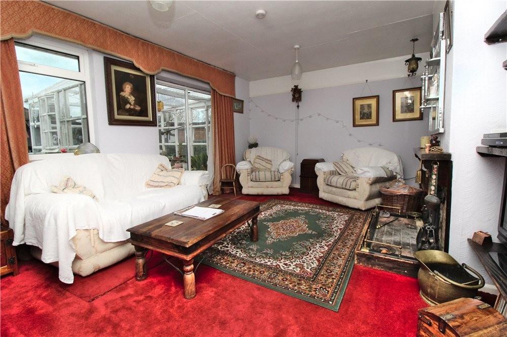 MUVA Estate Agents : Living Room
