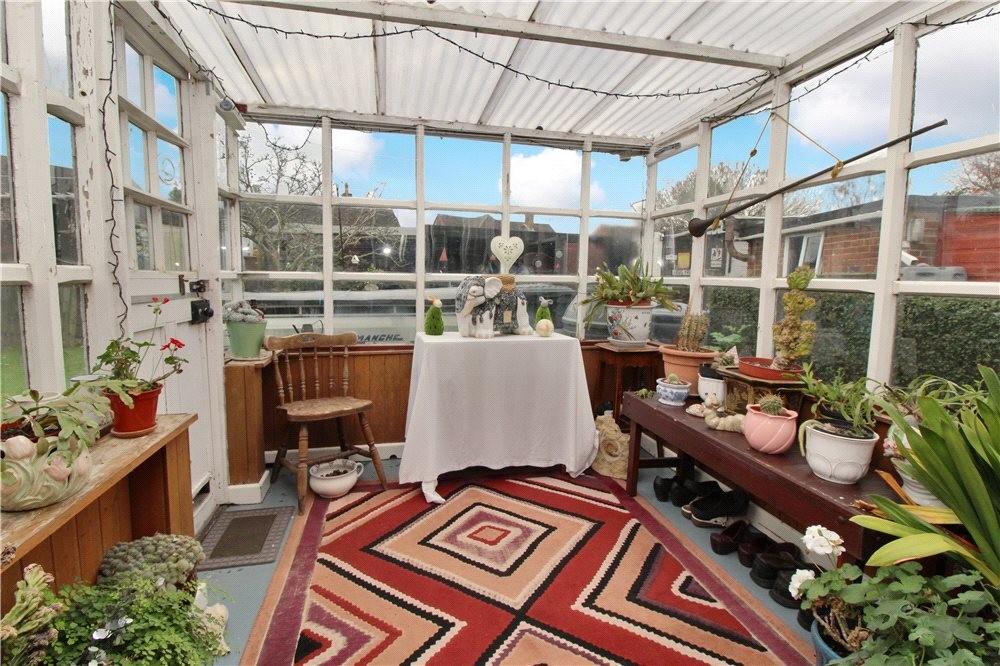 MUVA Estate Agents : Garden Room