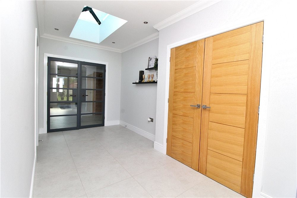 MUVA Estate Agents : Internal Hallway