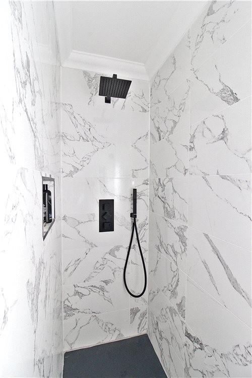 MUVA Estate Agents : Walk In Shower