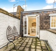 A beautifully proportioned flat with roof terrace
