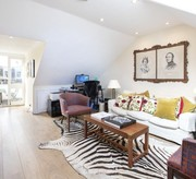 Elegant upper floors Chelsea maisonette