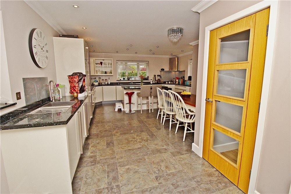 MUVA Estate Agents : Kitchen/Utility Area