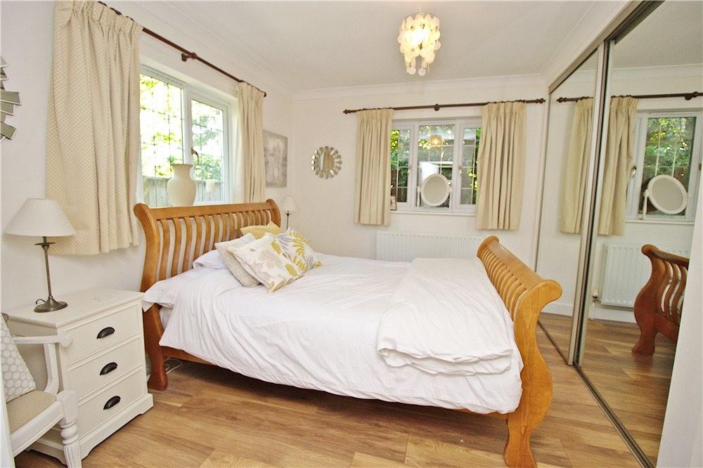 MUVA Estate Agents : Annexe Bedroom