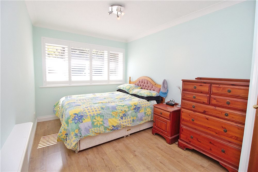 MUVA Estate Agents : Guest Bedroom