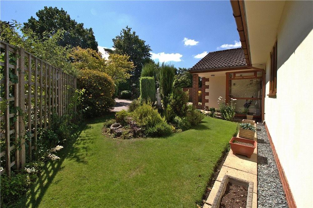 MUVA Estate Agents : Front Garden