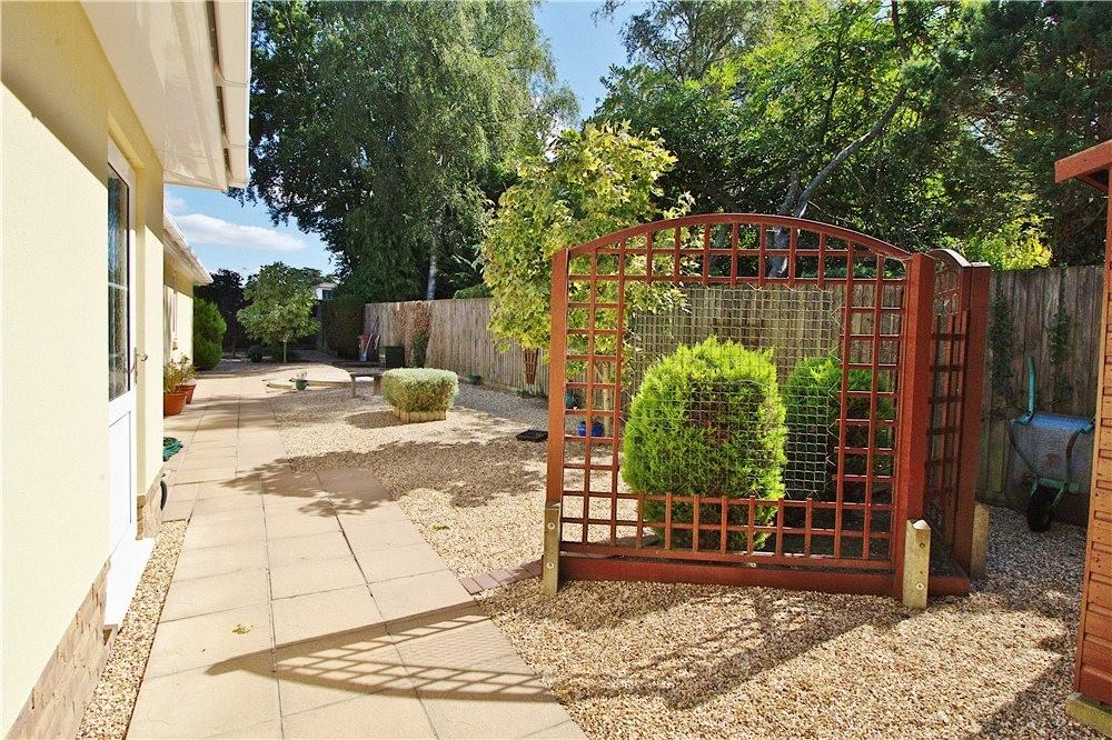 MUVA Estate Agents : Rear/Side Garden